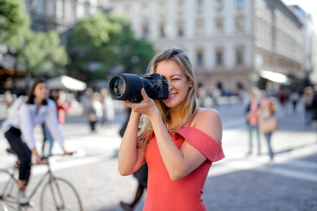 Read more about the article The Best Canon Cropped Sensor Cameras (Review of 2021)